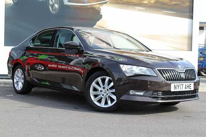 SKODA Superb 2.0 TDI SCR (150PS) 4X4 SE Hatchback